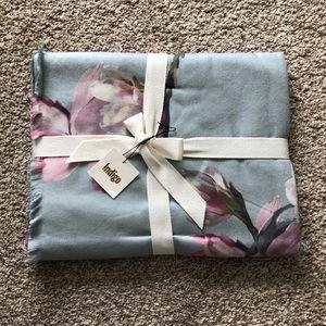 2/35! Indigo Magnolia Floral Throw Blanket NWT